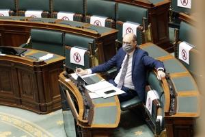 Le ministre Van Peteghem lance un large dialogue au Parlement sur la réforme fiscale