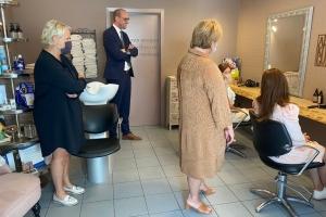 Le ministre Van Peteghem réduit le taux de TVA pour les prothèses capillaires
