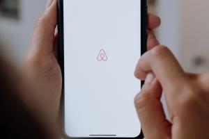 Airbnb moet voortaan huurinkomsten doorgeven aan fiscus