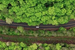 Minister Van Peteghem maakt van bedrijfswagens en laadpalen de hefbomen naar een groener wagenpark