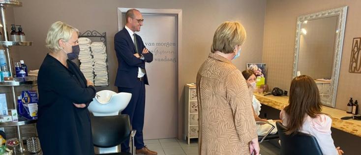 Minister Van Peteghem verlaagt btw-tarief voor haarprothesen